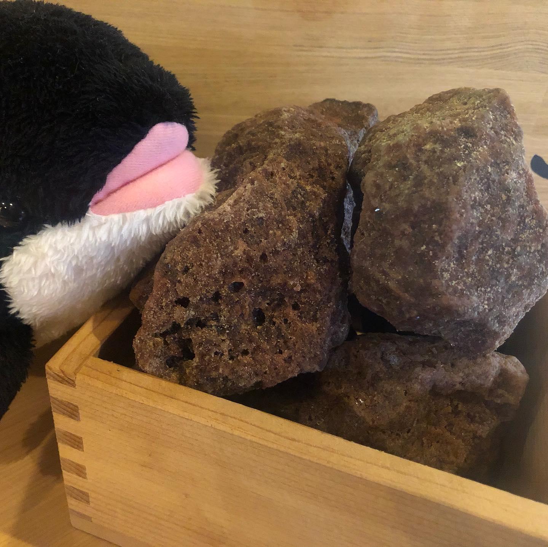 最近、ダーツ熱が再発中ですw みんなで一緒に槍ましょうw  これは何て石ころ?? 実はこれ岩塩なんです。 ヒマラヤのブラックソルトなんです。 これから料理に色々と合わせてみたい (//∇//)もちろんオススメとかあったらコメントください(^_^)v